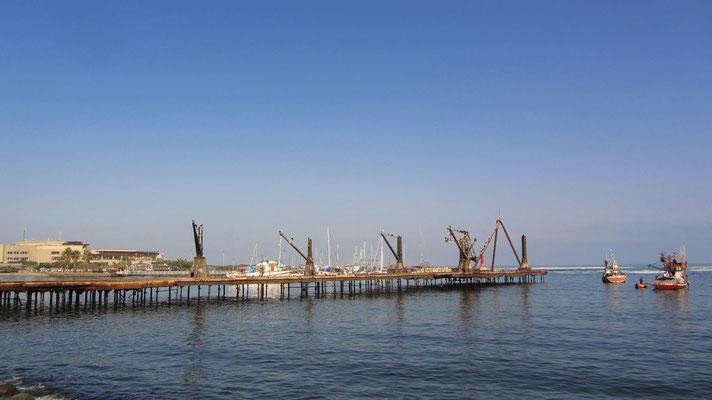 Am Hafen.