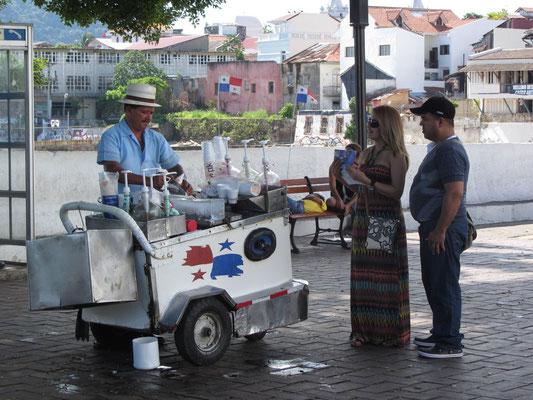 Eisverkäufer. (Casco Antiguo)