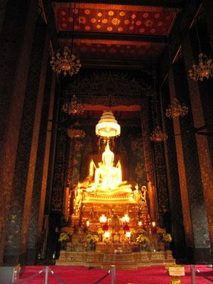 Buddhafigur im Wat Bowornniwet.