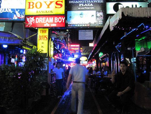 """Die """"Schwulenstraße"""" in Patpong."""
