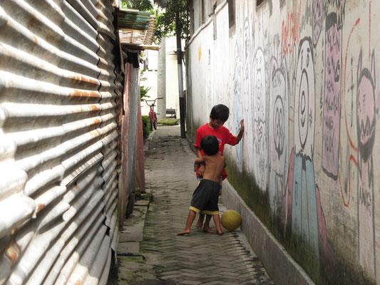 Kampung bei einem Spaziergang. Ein kleines Viertel und doch eine eigene Welt in sich.