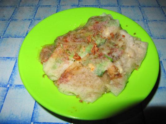 Poh Piah. Mit Steckrübe, Karotte & Ei gefüllter chinesischer Pfannkuchen.