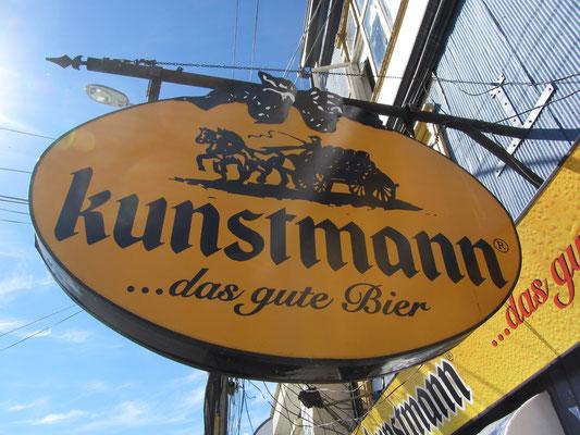 Die deutsch-chilenische Familie Kunstmann baute in Valdivia-Collico bereits seit dem Ende des 19. Jahrhunderts eine Getreidemühle, eine Brennerei und eine Hefefabrik auf.