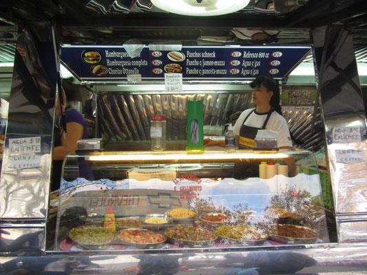 Billig, fett und sättigend. Hamburger, Chorizos & Panchos (Hot Dogs) a la Uruguay gibt's überall. Aber nicht viel anderes. Eine erbärmliche Esskultur.