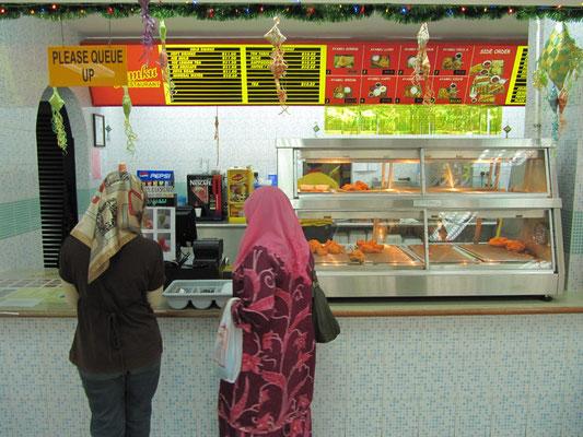 Ayamku - Bruneis eigene Fastfoodkette mit viel frittiertem Hühnchen.