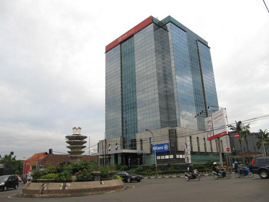 Neugebaut. Die CIMB Niaga Bank vergrößert sich.