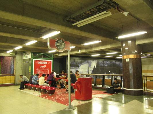 Internet for free in der U-Bahnstation.