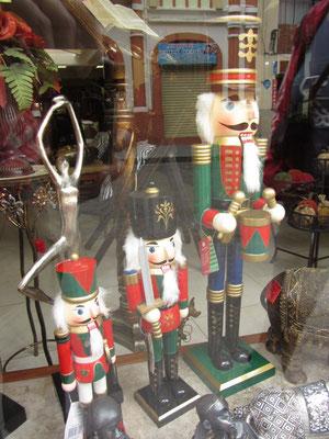 Selbst in Cuenca ist man vor deutschen Nußknackern nicht sicher.