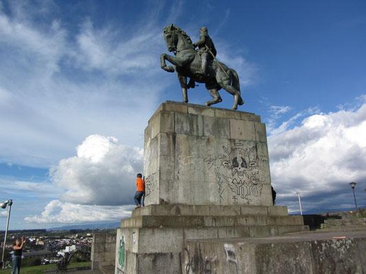 Zur 400-Jahrfeier der Stadtgründung wurde 1937 das Monument zu Ehren des Gründers Sebastian de Belalcazar errichtet.