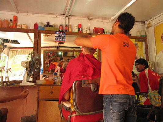 Immer wieder bereichernd so ein kultureller Austausch beim Barbierbesuch.