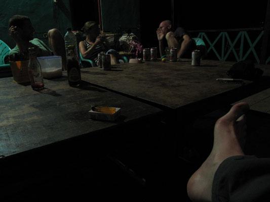 Biertrinken am Abend mit anderen Touris.