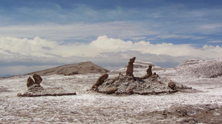 """Zu den bekannteren Sehenswürdigkeiten im Tal zählt die Salzformation Las Tres Marías (spanisch """"Die drei Marien"""")."""
