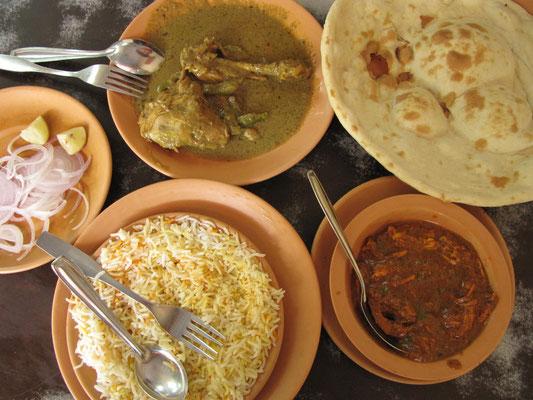 In Bombay folgten wir dem Ratschlag unseres Reiseführers und wurden belohnt. Weltklasse Chickencurry und Butter Chicken in einem Restaurant gleich hinter dem Taj Mahal Hotel.
