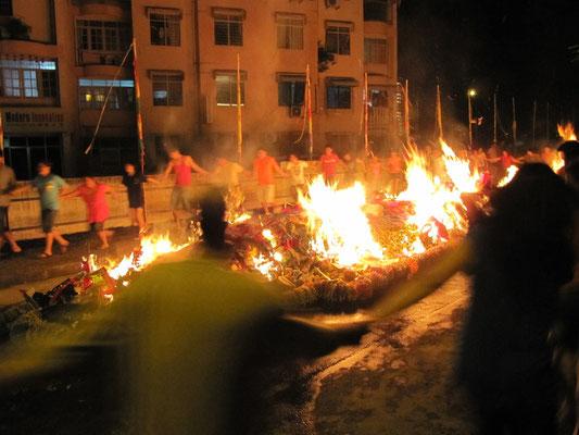 Schließlich wird verbrannt was das Zeug hält.