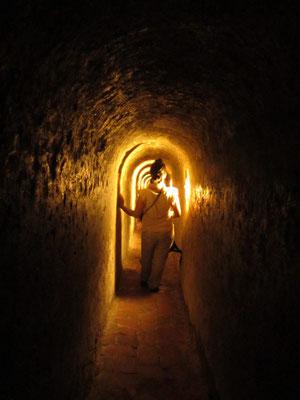 Es ist miefig und feucht in den Tunnelgewölben.