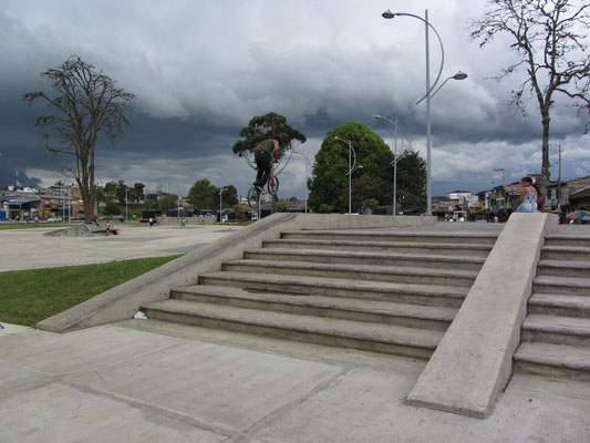 Paradies zum Skateboard fahren und BMXen.