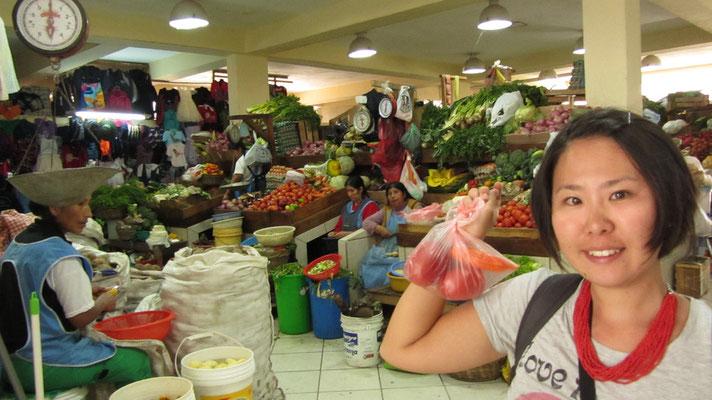 In der Markthalle haben wir uns mit Proviant für unsere Machu-Picchu-Expedition ausgerüstet.