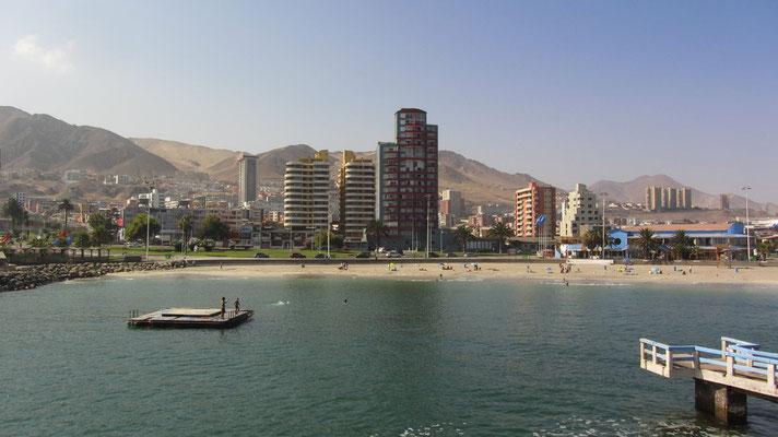 Ein künstlicher Strand miten in der Stadt. In Antofagasto gibt es insgesamt drei davon.