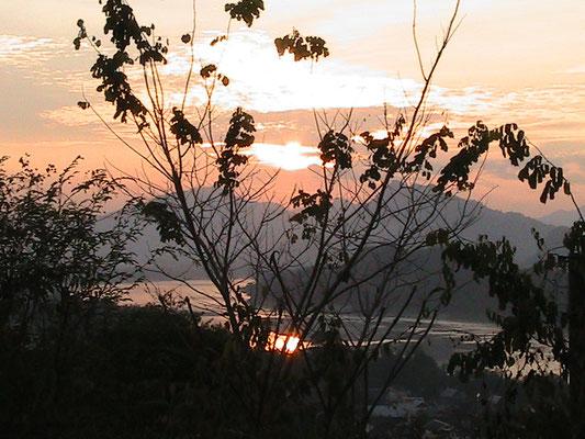 Sonnenuntergang vom 100m hohenPhu Si Berg.