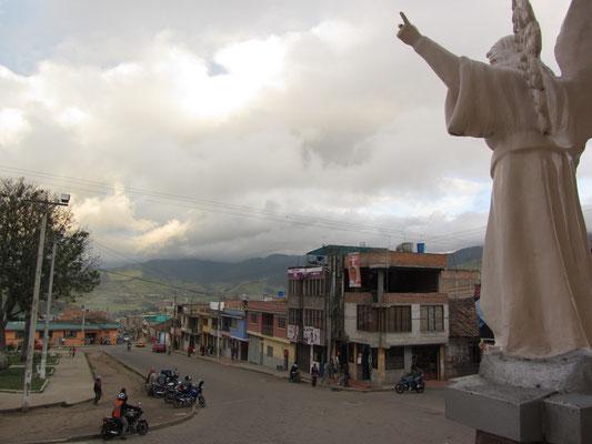 Blick vom Kirchenvorhof in unsere Gemeinde.