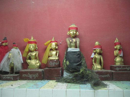 Die Nats sind übernatürliche Wesen, Geister, die im Zusammenhang mit dem Buddhismus in Myanmar (Birma) hoch verehrt werden.