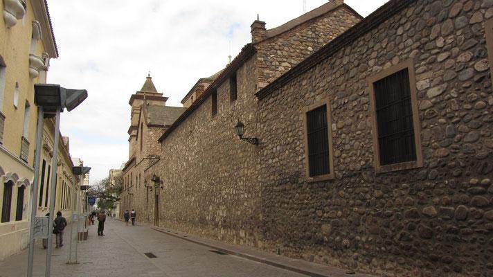 Die Manzana Jesuítica ist ein Häuserblock, der von den Jesuiten im 17. Jahrhundert als Zentrale ihrer Tätigkeit in der spanischen Provinz Paraguay im Vizekönigreich Peru errichtet wurde.
