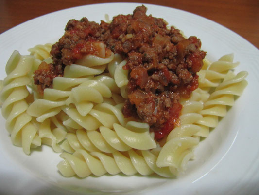 Unsere Gastgeberin hat gekocht: Fussili Bolognese. Nicht schlecht für ihr angeblich erstes mal.