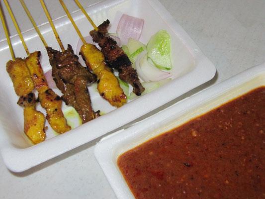 Malayische Satay (werden immer mit frischen Zwiebeln & Gurken gereicht)