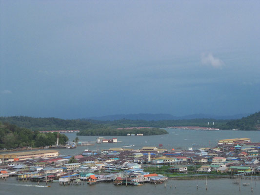Blick auf Kampong Ayer.