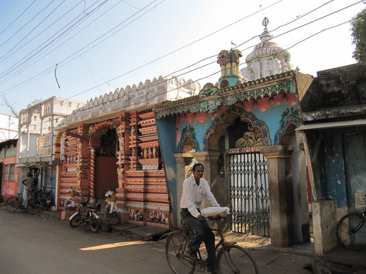 Einer der vielen Tempel in Puri.