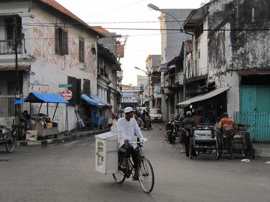 Die Straßen leeren sich. (AV)