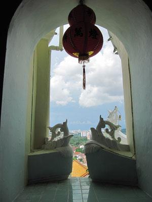 Im Ban Po Thar (30m Höhe) des Kek Lok Si Tempels.