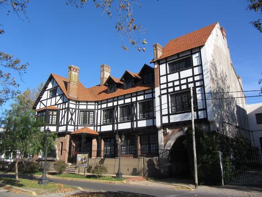 Fast schon Fachwerk das Gebäude des argentinischen Ruderclubs. (El Tigre)