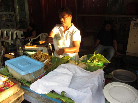 Granadas Spezialität. Vigoron ist gedämpfte Yukkawurzel mit Chicharron (fritierte Schweinehaut) & Krautsalat. Schmeckt super zu kaltem Bier.