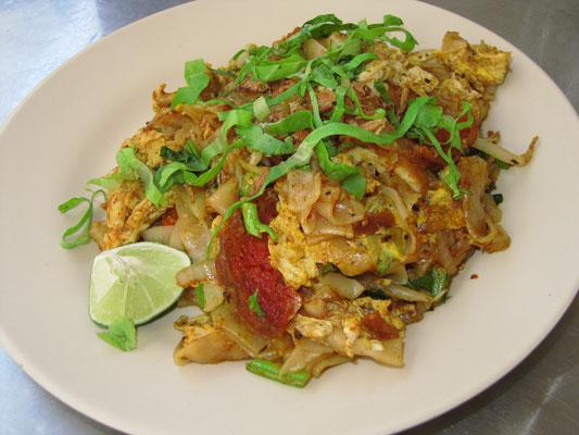 Kway Teow Goreng. Gebratene Nudeln nach malayischer Art.