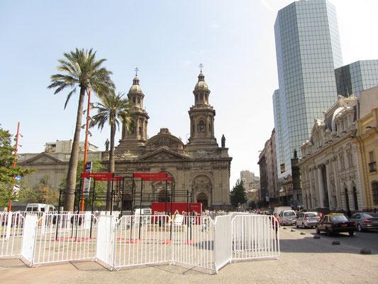 Plaza de Armas mit der Kathedrale im Hintergrund.