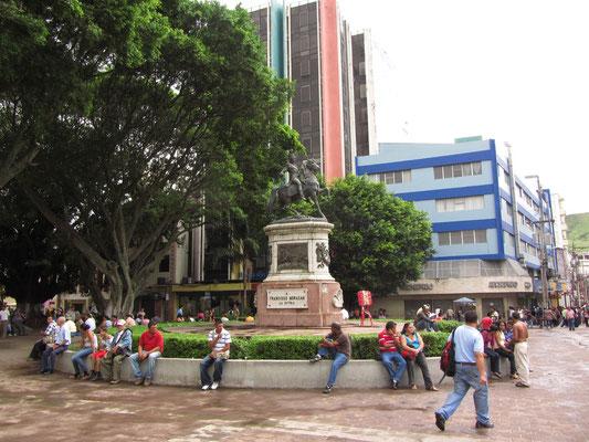 Plaza Morazan mit der Morazan-Statue. General Francisco Morazan (eine Art George Washington von Zentralamerika) war von 1830 bis 1838 Führer der zentralamerikanischen Föderation.