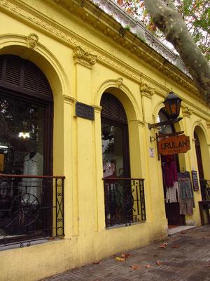 Doch so manch eine Boutique bewohnt heute die alten Gemäuer. Immer bereit dem Touristen Souvenirs zu verkaufen.