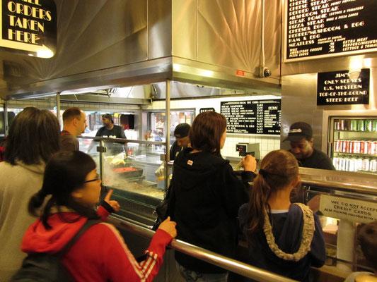 """Jim's Cheessteaks ist für viele Einheimische """"THE place to eat cheesesteaks"""". War wirklich gut!"""