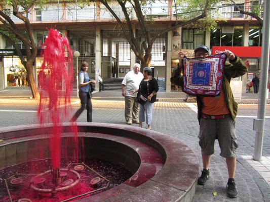 Nach dem Bayernsieg wurden von der Stadtverwaltung angeordnet alle Springbrunnen rot gefärbt.