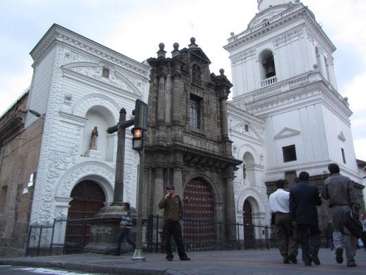 Wunderschöne Kirche prägen das Altstadtbild von Quito.