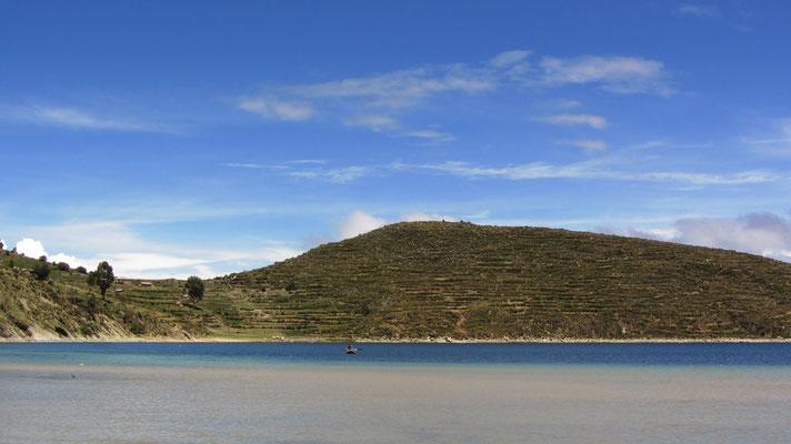Es gibt eine Vielzahl großer und kleiner Inseln, von denen einige Relikte der Inka-Kultur beherbergen, zum Beispiel die Isla del Sol.
