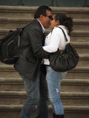 Honeymoon? Auf jeden Fall sind diese einheimische Touristen sehr verliebt.