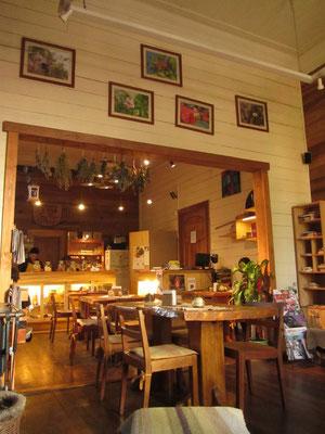 Richtig gemütlich im Cafe Hojas Sur an der Hauptstraße.