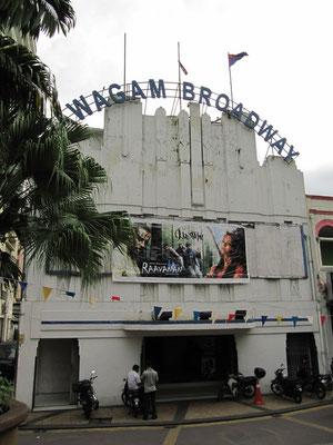 Das Pawagam Broadway Kino spielte schon immer  Bollywood Filme.