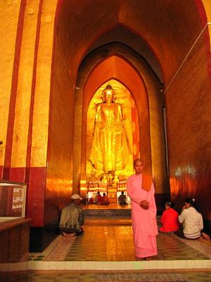 Im Ananda-Tempel.