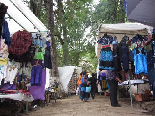 Der Künstlermarkt Santo Domingo ist wirklich besonders in San Cristobal.