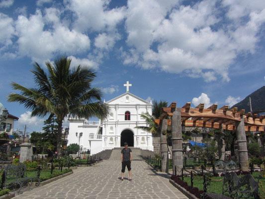 Die größte Kirche San Pedros liegt am Parque Central.