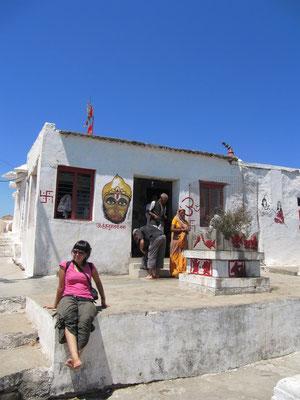 Vor dem Hanuman-Tempel.