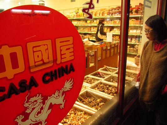 Getrocknete chinesische und nicht chinesische Pilze. (China Town)
